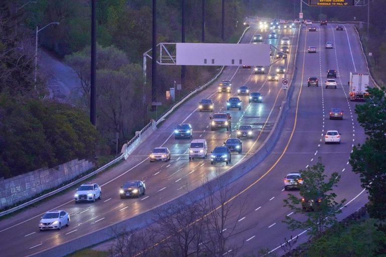 Usługi pomocy na drodze realizowane z wykorzystanie lawet