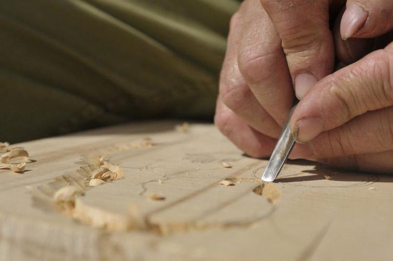 Czym charakteryzują się maszyny do obróbki drewna?